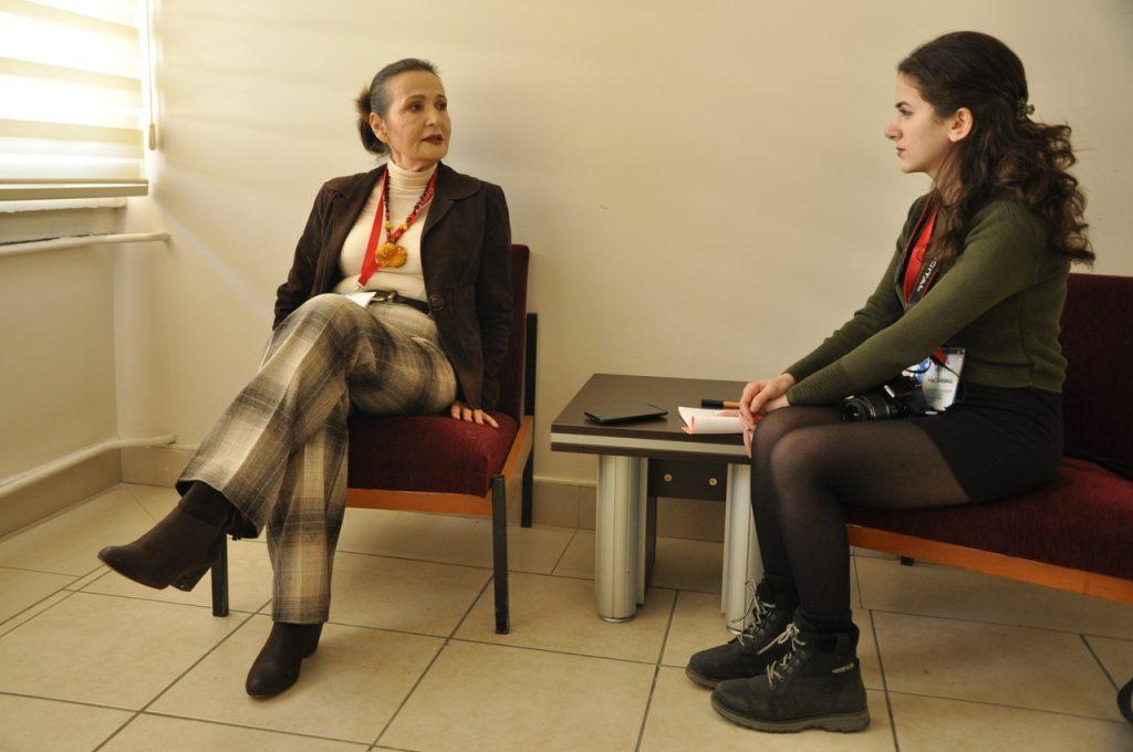 Sibel Karakaş ile hiperaktivite röportajından bir kare.