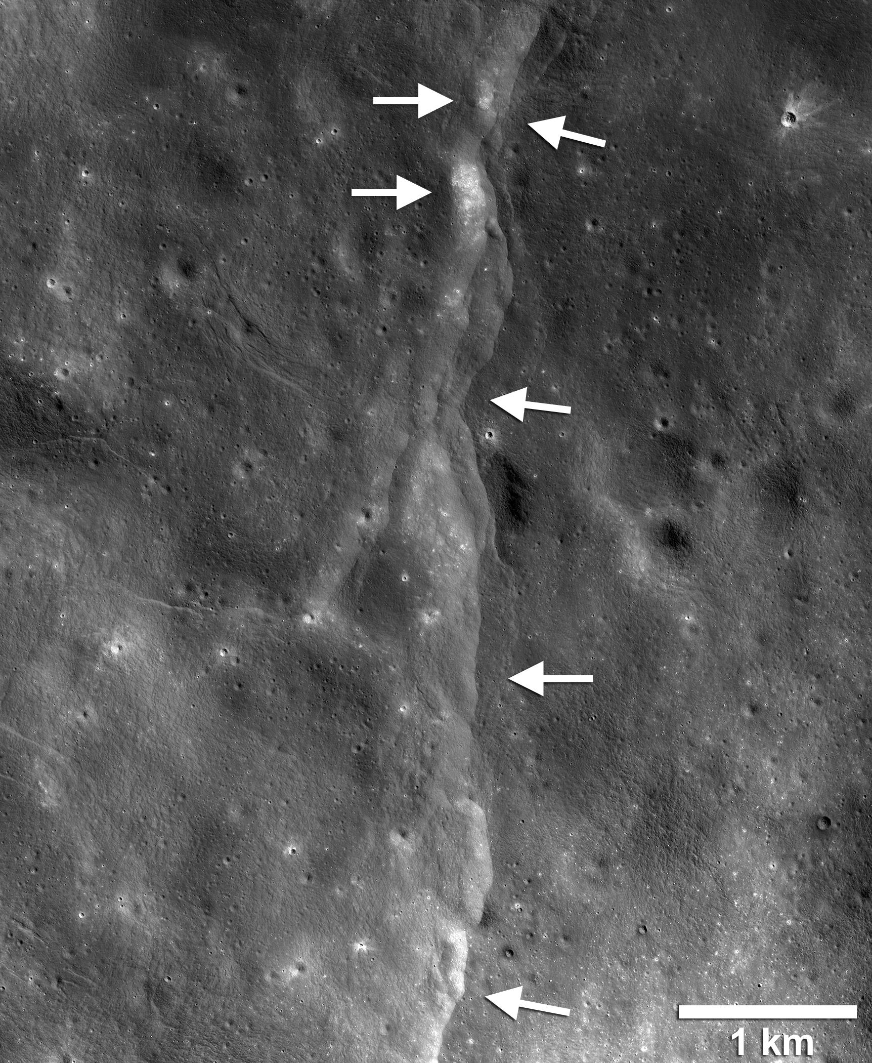 Ay'da fay hattı