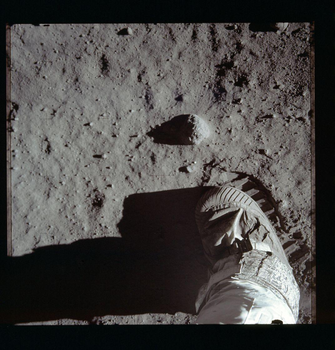 Astronot Buzz Aldrin'in Apollo 11 görevindeki Ay'da ayak izi