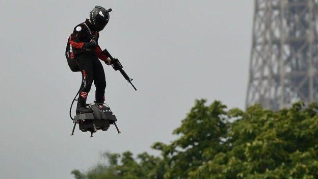 Fransa ordusu bilim kurgu yazarları ile geleceğin silahlarını tahmin edecek