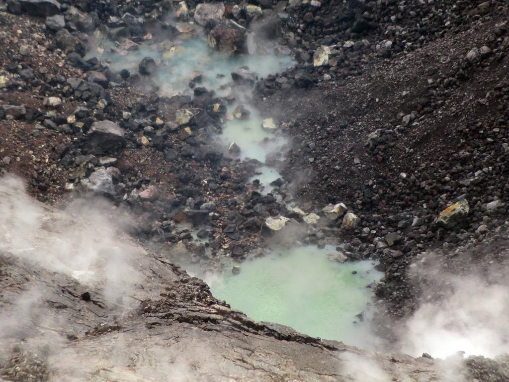 Yanardağ kraterinde göl