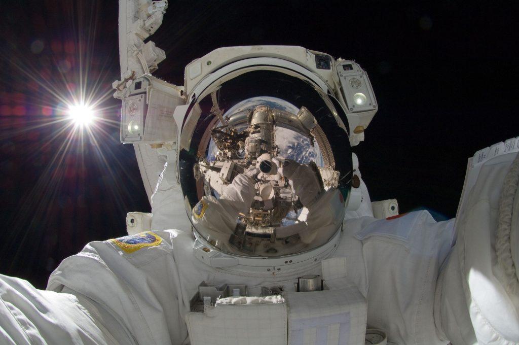 astronot selfie