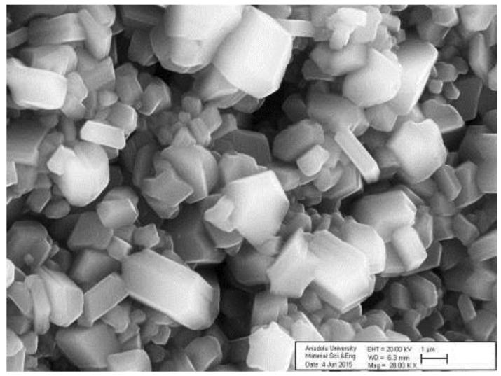 Bor karbürün atom mikroskobunda görüntüsü köşeli parçalardan oluşuyor.