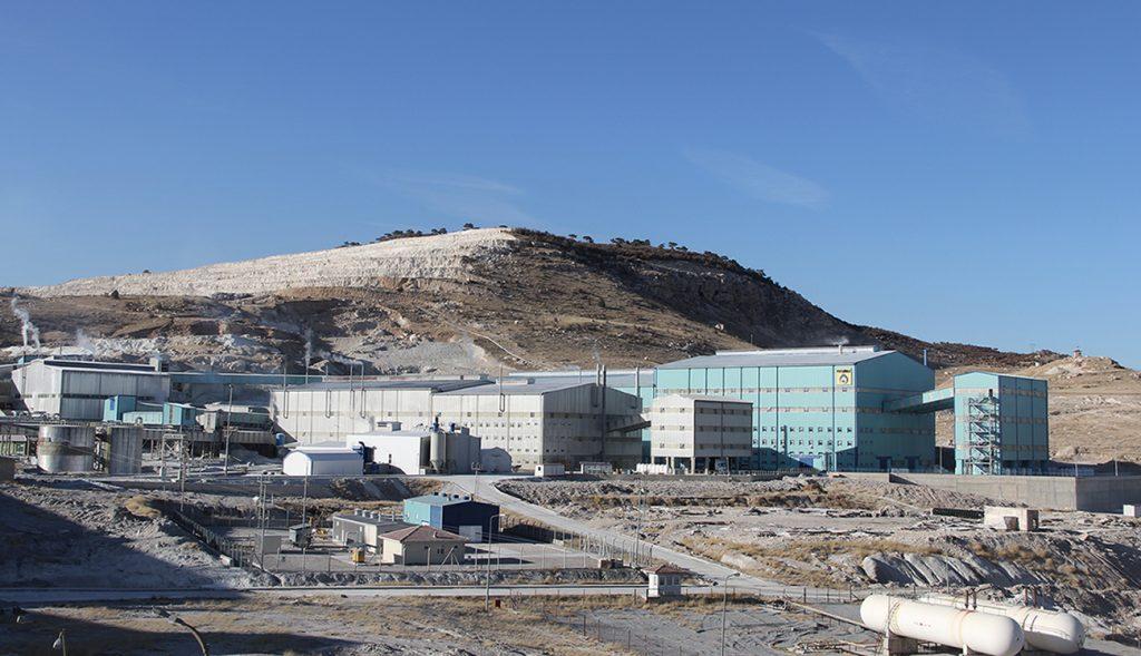 Eskişehir kırka bor madeninden görünüm. tesisler görülmekte.