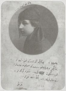 remziye hasarın 16 yaşındaki hali. fotoğrafa kendi yazdığı bir şiiri eklemiş.